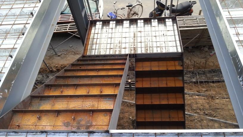 鐵製灌漿樓梯