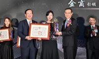 哥本哈根風能開發股份有限公司榮獲優良外商獎由董事總經理許乃文(中)代表領獎。